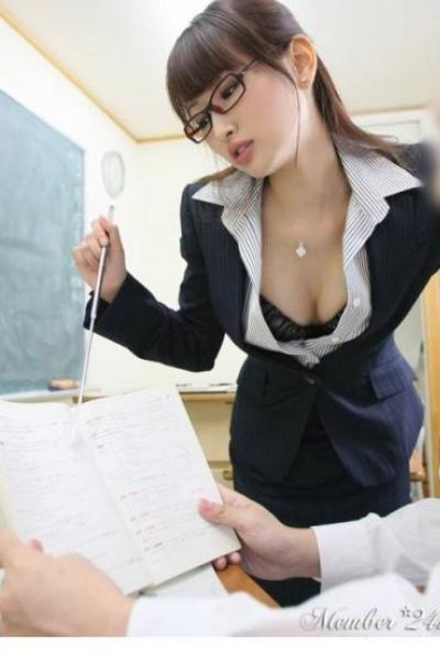 """""""Cô giáo Nhật"""" sexy cùng """"học sinh"""""""