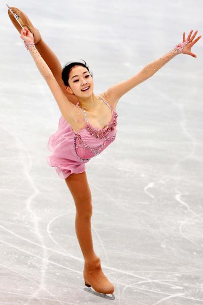 VĐV trượt băng 16 tuổi cực xinh