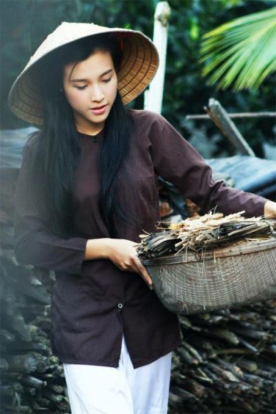 Hoa khôi hóa thôn nữ xinh đẹp