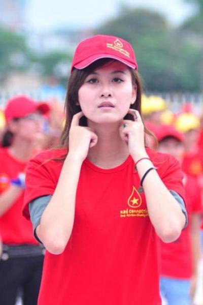 Muôn kiểu hình xăm của hot girl Việt năm 2012